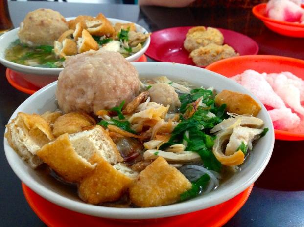bakso-komplit-granat-makanan-indonesia